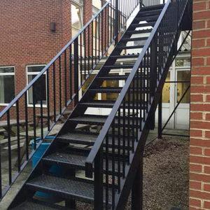 Какие входные лестницы мы делаем